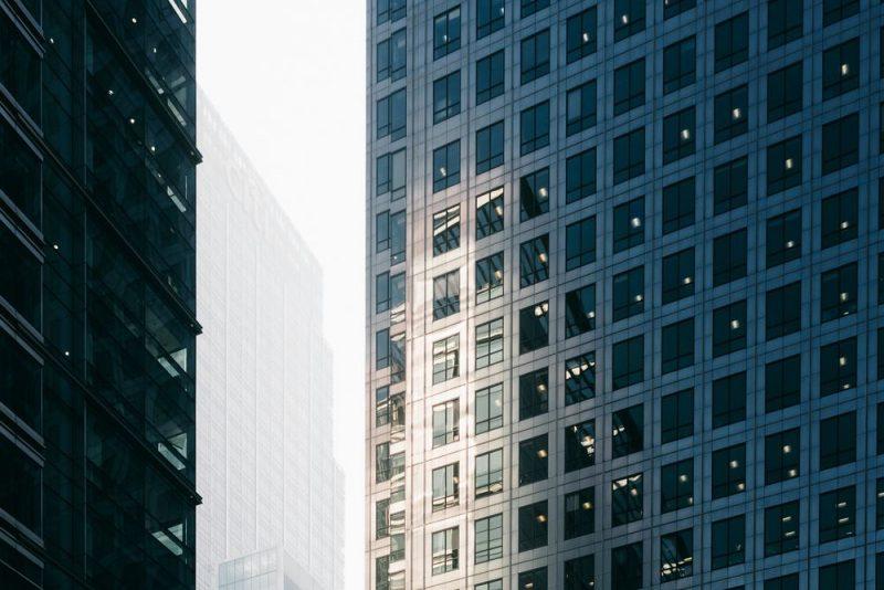 Udskiftning af vinduer i de tilstødende bygninger